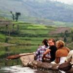 Lake_bunyonyi_canoeing